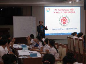 DAO TAO GIAO TIEP UNG XU BENH VIEN 1083 300x225 Chương trình đào tạo Kỹ Năng Giao Tiếp Và Xử Lý Tình Huống lần thứ 5 cho Bệnh Viên Trung Ương Quân Đội 108