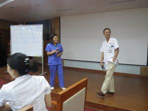 DAO TAO GIAO TIEP UNG XU BENH VIEN 1088 300x225 Chương trình đào tạo Kỹ Năng Giao Tiếp Và Xử Lý Tình Huống lần thứ 5 cho Bệnh Viên Trung Ương Quân Đội 108