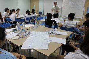 dao tao TNG20 300x200 Chương trình đào tạo Kỹ Năng Giao Tiếp Bán Hàng cho Tập đoàn TNG