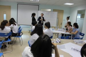 dao tao TNG7 300x200 Chương trình đào tạo Kỹ Năng Giao Tiếp Bán Hàng cho Tập đoàn TNG