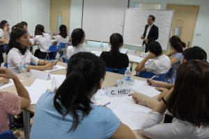 dao tao TNG9 300x200 Chương trình đào tạo Kỹ Năng Giao Tiếp Bán Hàng cho Tập đoàn TNG