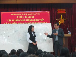 IMG 0203 300x225 Đào Tạo Kỹ Năng Giao Tiếp và Phục Vụ Khách Hàng Cho Agribank Hà Tây, Hà Nội