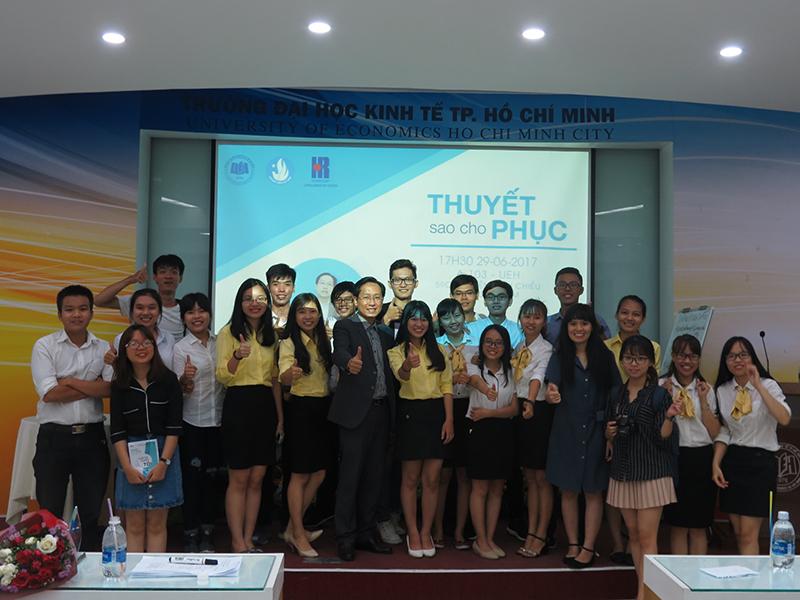 """Chương trình đào tạo """" Thuyết Sao Cho Phục"""" Cho CLB Nhân Sự của Trường Đại Học Kinh Tế TPHCM"""