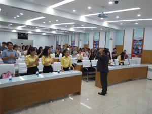 dao tao ky nang thuyet 3 300x225 Chương trình đào tạo  Thuyết Sao Cho Phục Cho CLB Nhân Sự của Trường Đại Học Kinh Tế TPHCM