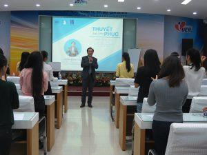 dao tao ky nang thuyet 5 300x225 Chương trình đào tạo  Thuyết Sao Cho Phục Cho CLB Nhân Sự của Trường Đại Học Kinh Tế TPHCM