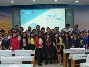 dao tao ky nang thuyet 9 300x225 Chương trình đào tạo  Thuyết Sao Cho Phục Cho CLB Nhân Sự của Trường Đại Học Kinh Tế TPHCM