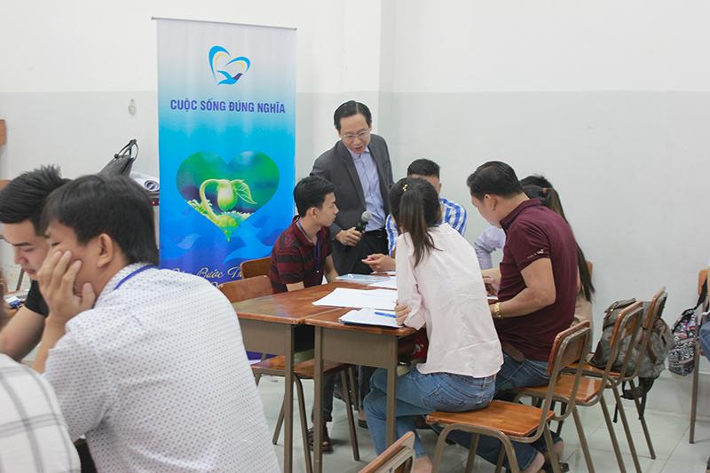 dao-tao-ky-nang-giao-tiep-thuyet-trinh-hcm-12-8-20171