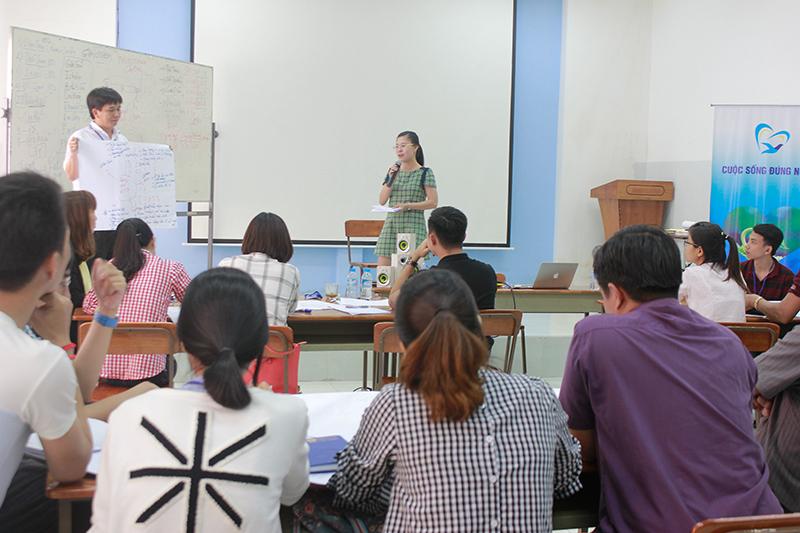 dao-tao-ky-nang-giao-tiep-thuyet-trinh-hcm-12-8-20173
