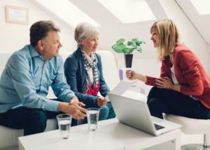 customer group 1 300x215 NHỮNG SAI LẦM PHỔ BIẾN NHẤT TRONG BÁN HÀNG VÀ CÁCH KHẮC PHỤC