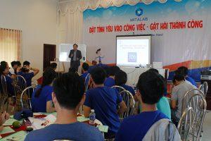 dao tao ky nang dat tinh yeu vao cong 2 300x200 Chương trình đào tạo cho Công Ty TNHH Thiết Bị Minh Tâm