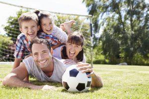 Family Together with Soccer Ball 1024x683 300x200 8 PHƯƠNG PHÁP LUYỆN TẬP NÃO BỘ ĐỂ HỌC NHANH HƠN VÀ GHI NHỚ LÂU HƠN