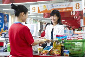cashier 1 300x200 Những cách để doanh nghiệp thúc đẩy doanh số bán hàng